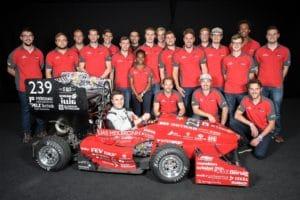 Gruppenbild mit dem eigenen Rennwagen: das Formula Student-Team der Hochschule Heilbronn